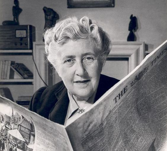 "Citind-o pe Agatha Christie! Capodopera ""Zece negrimititei""."