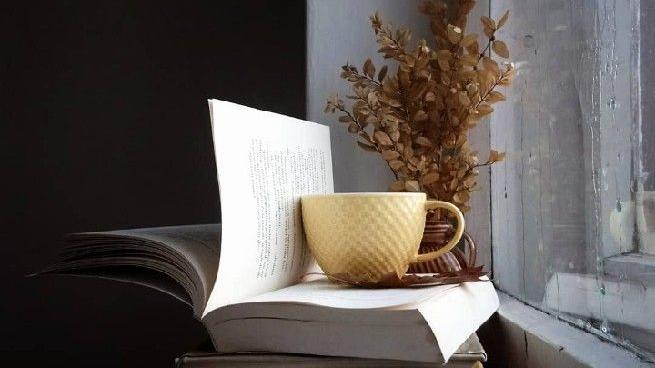 """Citind-o pe Camelia Cavadia. Cartea """"Măștilefricii"""""""