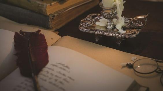 "Citindu-l pe Mihai Eminescu. Cartea ""Poezii"""